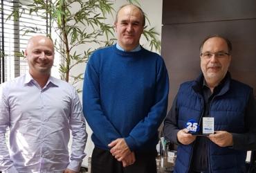 Fênix recebe homenagem pelos 25 anos de parceria